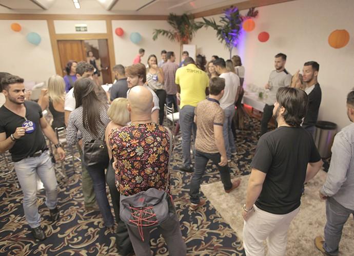 Candidatos se reúnem para dinâmica (Foto: Gshow)