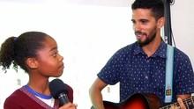 Extra: Plugue conheceu a escola que ensina inglês com músicas (Reprodução/ Plugue)