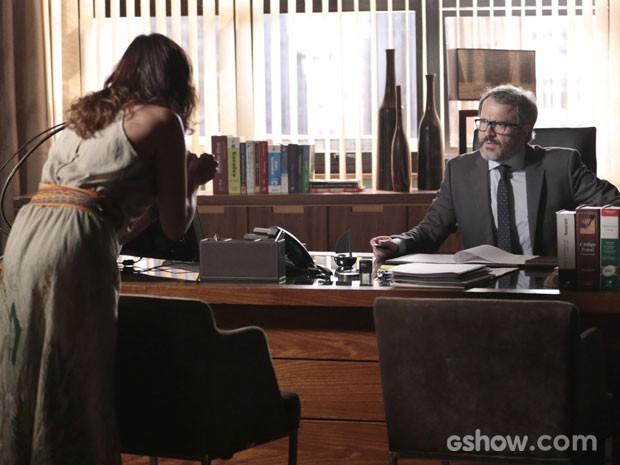 Nando, claro, se assusta com a atitude da ex  (Foto: Felipe Monteiro/TV Globo)
