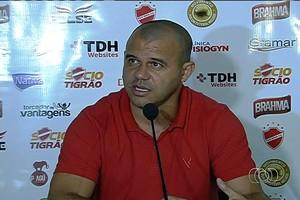 Roni - diretor de futebol Vila Nova (Foto: Reprodução / TV Anhanguera)