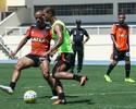 Obrigado a fazer mudanças, Marcelo comanda treino do Atlético-MG no Rio