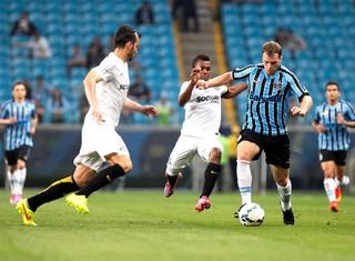 Lucas Coelho, Grêmio X Santos (Foto: Marcos Ribolli)