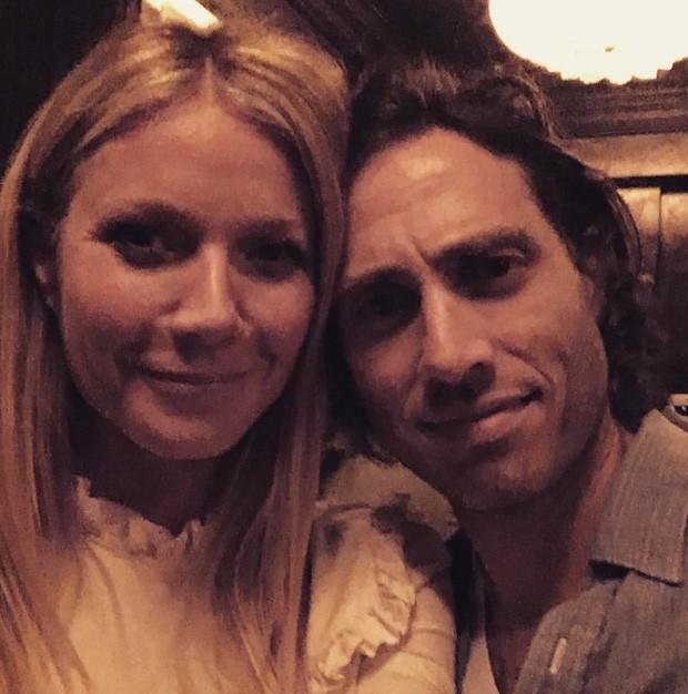Gwyneth Paltrow e o namorado, Brad Falchuk (Foto: Reprodução)