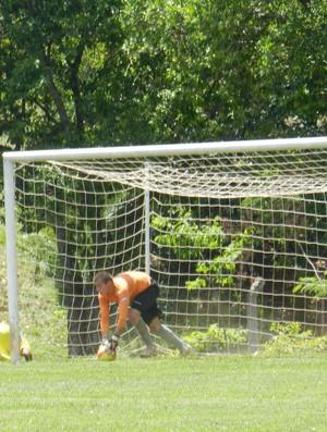 Goleiro Neto do Verdinho, durante partida contra o Nacional, de Nova Serrana (Foto: Caroline Aleixo/GLOBOESPORTE.COM)