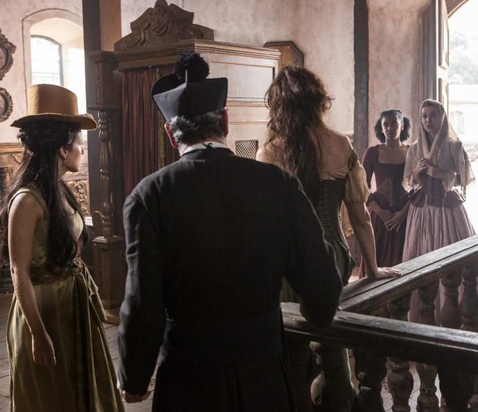 Branca chega enquanto Joaquina e Virgínia conversam com Padre Vizeu (Foto: Felipe Monteiro/Gshow)