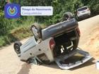 Motorista perde o controle do veículo e capota carro em Caraguatatuba