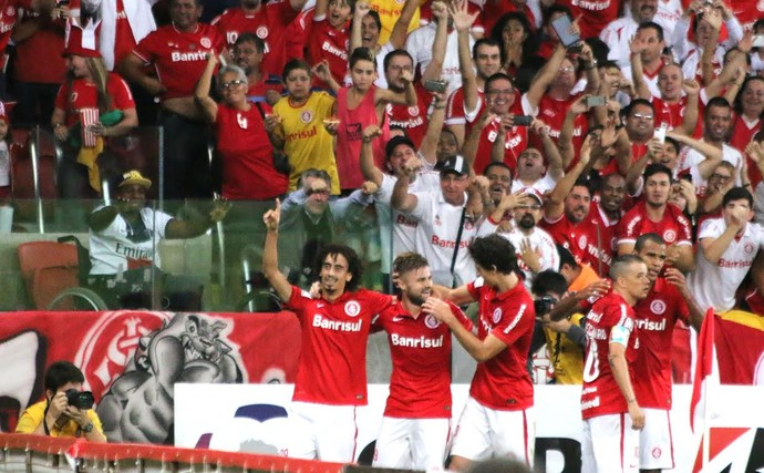 Valdívia gol Inter (Foto: Diego Guichard/GloboEsporte.com)