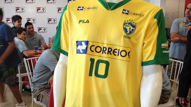 9a48eedf4c54e Brasil recua e vai tirar duas estrelas da camisa da seleção de ...