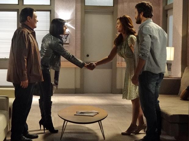 Rodrigo apresenta Elisa a Melissa e Dimas (Foto: Amor Eterno Amor/ TV Globo)