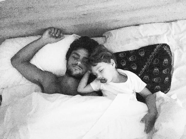 Felipe SImas e o filho (Foto: Reprodução / Instagram)
