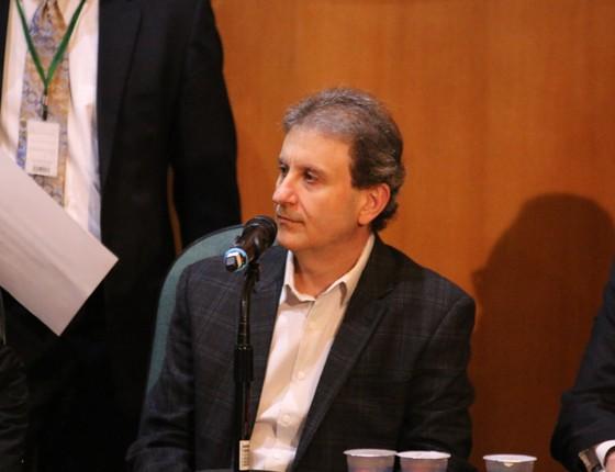 Doleiro Alberto Youssef presta depoimento na Comissão Parlamentar de Inquérito da Petrobras realizada na Justiça Federal em Curitiba (PR), nesta segunda-feira (11) (Foto:  Gisele Pimenta / Frame / Ag. O Globo)