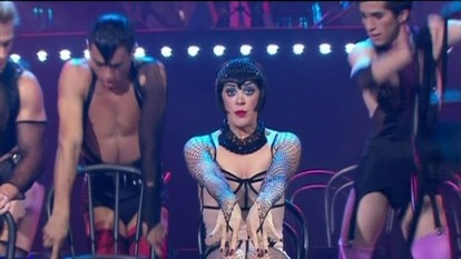 Claudia Raia faz uma performance musical do espetáculo 'Cabaret'