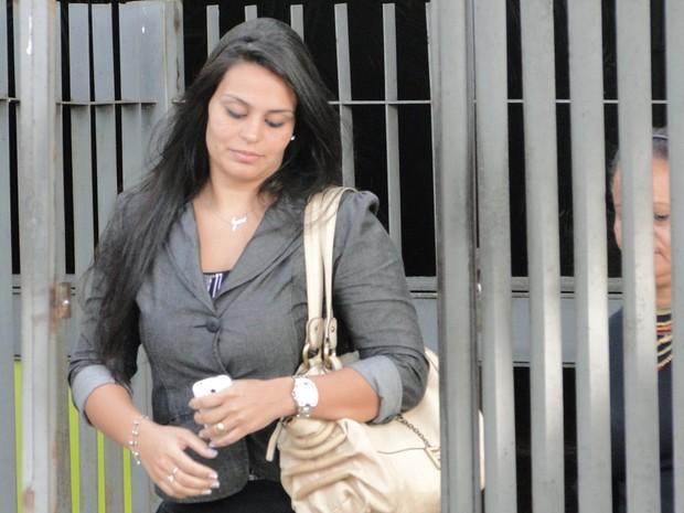19.nov.2012 - Ingrid Oliveira, noiva do goleiro Bruno, chega ao Fórum de Contagem (Foto: Cristina Moreno de Castro/G1)