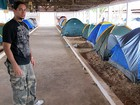 Camping no estábulo faz público reclamar de estrutura e mau cheiro