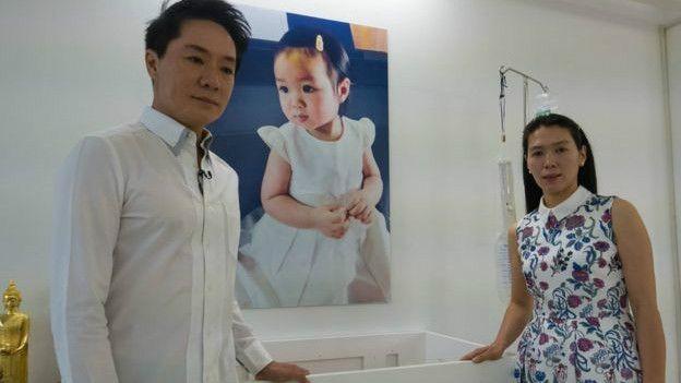 Pais da menina dizem que seu amor pela filha e fé na ciência os levaram a optar pela criogenia  (Foto: BBC)