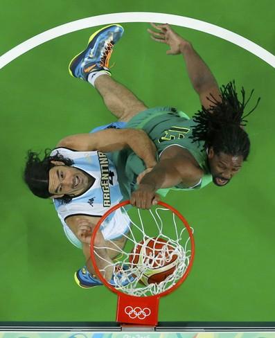 Nene Scola Brasil x Argentina Basquete masculino (Foto: Reuters)