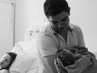 Pais de 'primeira viagem' relatam emoção no Dia dos Pais