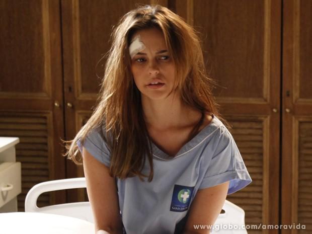 Paloma fica dopada após tomar remédio (Foto: Amor à Vida / TV Globo)