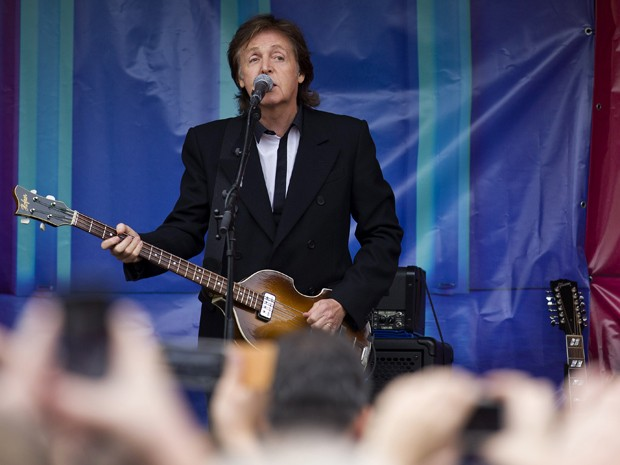 Paul McCartney faz show surpresa em Londres (Foto: Justin Tallis/AFP)