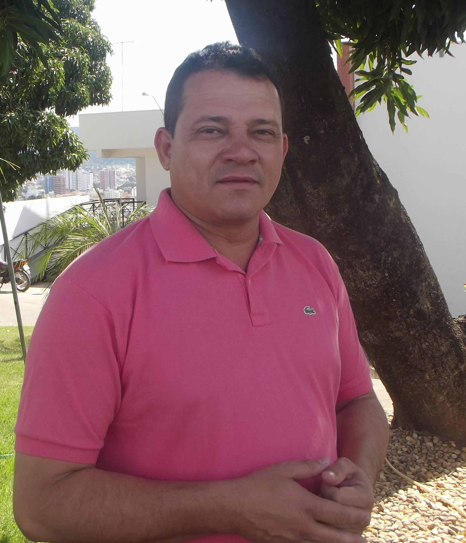João Edwar apresenta as notícias do campo no Inter TV Rural (Foto: Henrique Corrêa)