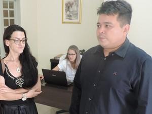 Casal (de preto) é investigado pela PF por pirataria (Foto: Caio Gomes Silveira/ G1)