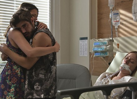 Últimos capítulos! Grego sofre por Ximena e é consolado por Mari