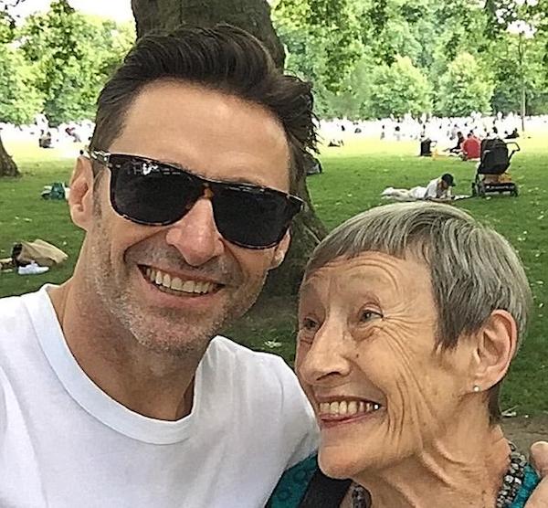 O ator Hugh Jackman com a mãe (Foto: Instagram)