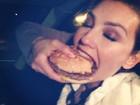 Thalia devora sanduíche após participar de prêmio na Espanha