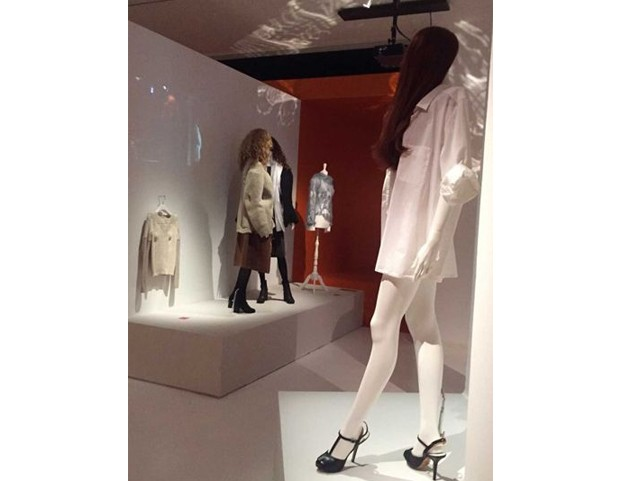 Displays at the new Martin Margiela exhibition at MoMu in Antwerp (Foto: @suzymenkesvogue)