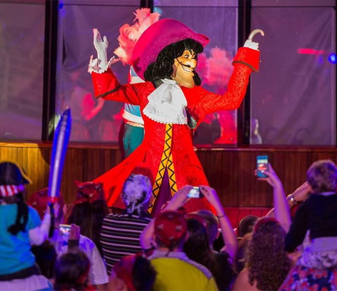 Capitão Gancho é um dos personagens de destaque na noite dos piratas, festa para toda a família (Foto: Disney Cruise Line)