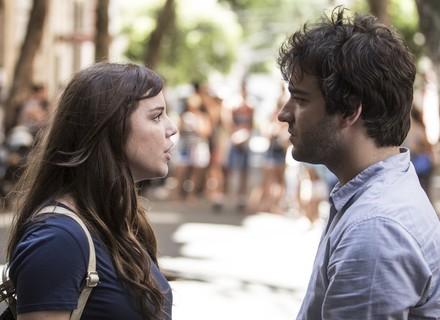 Tiago pressiona Marina e 'decifra' mistério de Isabela: 'Você se salvou nadando!'