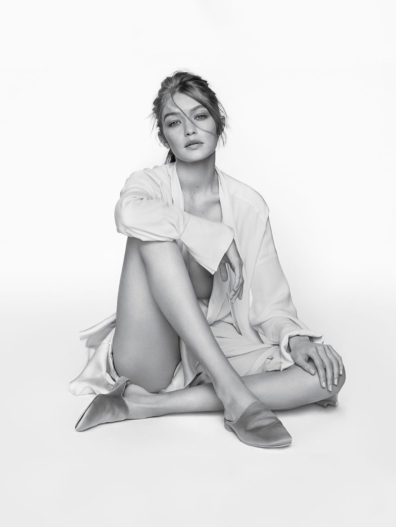 Gigi Hadid empresta sua beleza para campanha de sapatos (Foto: Divulgação)