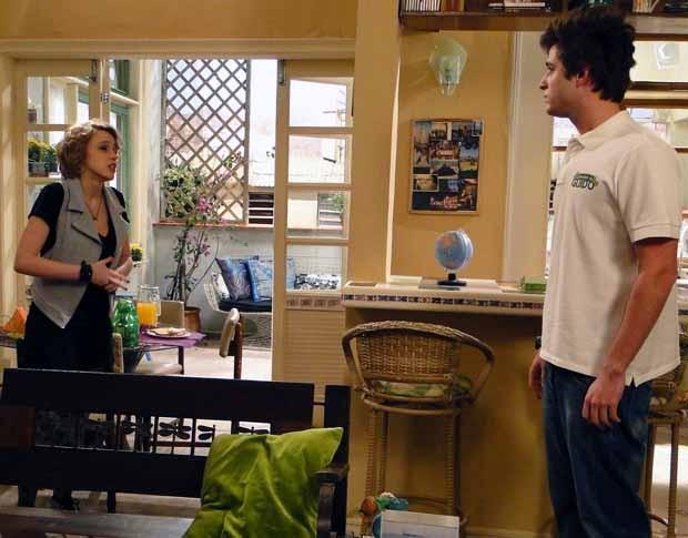 Guido não aceita a situação e deixa o apartamento (Foto: Malhação / TV Globo)