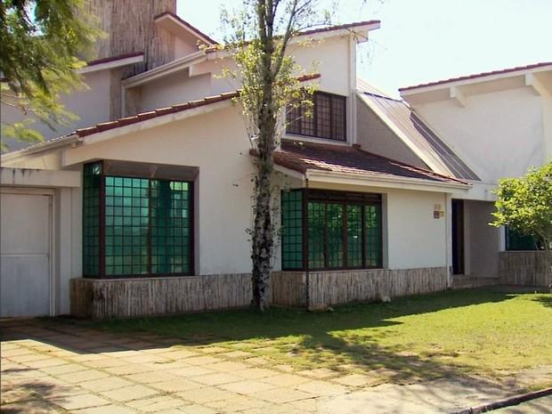 Casa usada por um dos líderes da seita foi colocada à venda por R$ 1 milhão (Foto: Reprodução EPTV)