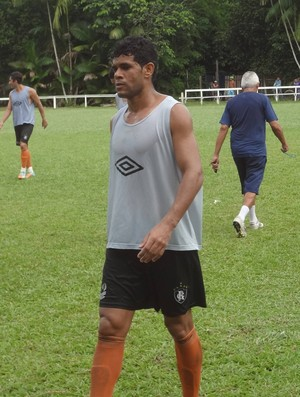 Diego Ratinho treinou na vaga de Berg, poupado (Foto: Gustavo Pêna)