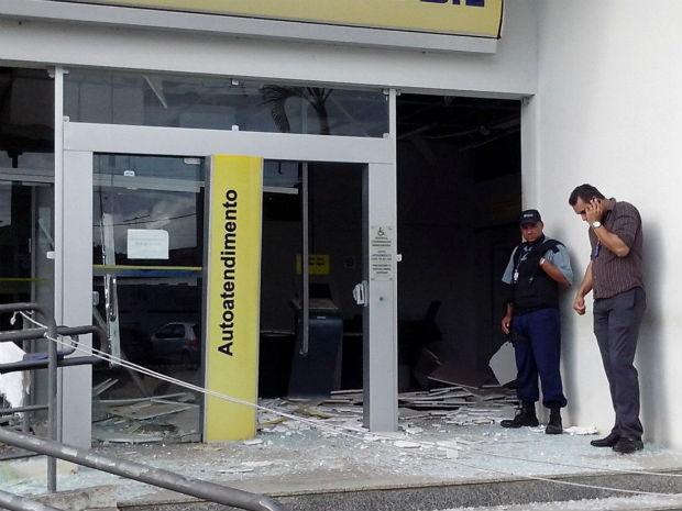 Cerca de 10 homens fortemente armados com fuzis explodiram três caixas eletrônicos do Banco do Brasil  (Foto: Allan Fonseca/Arquivo Pessoal )