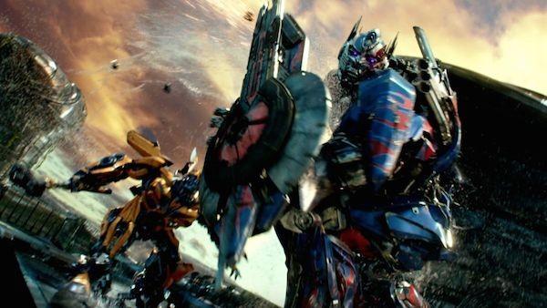 A briga entre os heróis da franquia 'Transformers' (Foto: Reprodução)