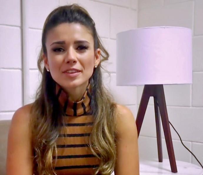 Paula Fernandes conta que aprendeu a fazer unhas desde 10 anos (Foto: TV Globo)
