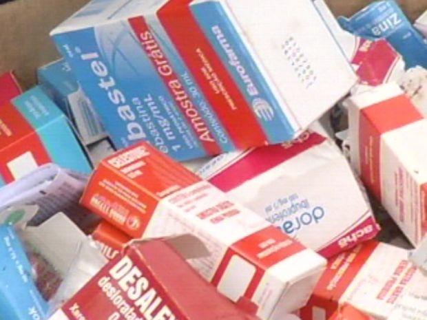Caixas de medicamentos foram apreendidas para investigação.  (Foto: reprodução/TV Tem)