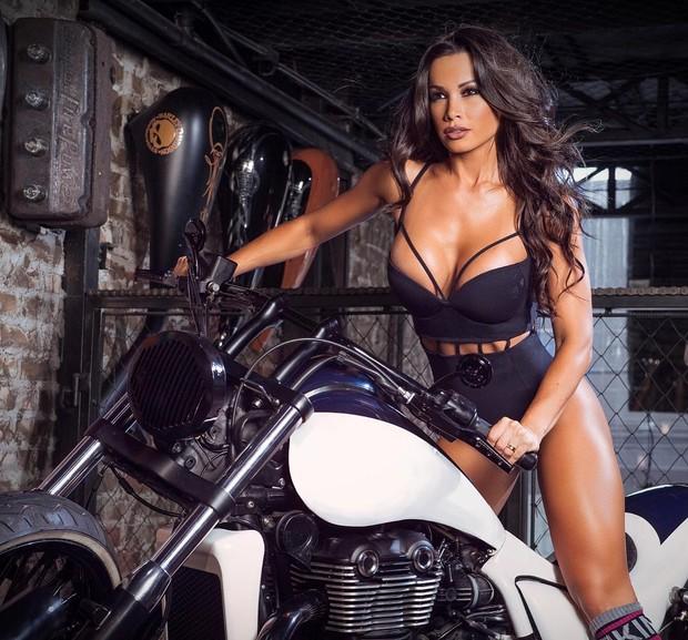 Fernanda D'Avila posa para campanha (Foto: Reprodução/Instagram)