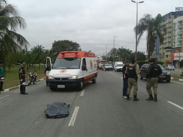 Idoso morreu atropelado tentando atravessar rodovia (Foto: Welington Silveira )