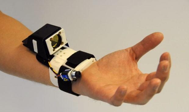 'Digits' é protótipo de controle que captura e reproduz movimentos da mão em ambiente virtual (Foto: Divulgação)
