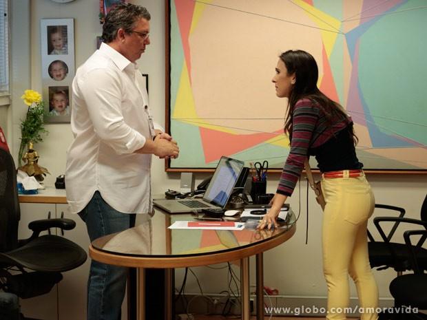 Valdirene finalmente consegue falar com Boninho (Foto: Felipe Monteiro/ TV Globo)