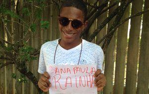 Fã perde emprego para ver Ana Paula na porta do Projac