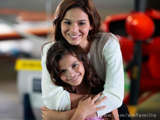 Luana Marquezine recebe o apoio da irmã Bruna ao estrear na novela Em Família