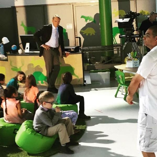 imagens jardim infancia:Imagens de set mostram Dolph Lundgren como protagonista de 'Um Tira no