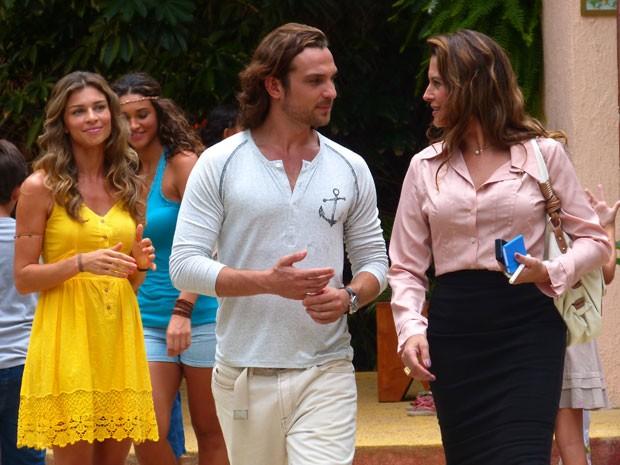 Patrícia Naves em cena como Yvete, ao lado de Igor Rickli e Grazi Massafera (Foto: Flor do Caribe / TV Globo)