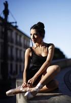 Carolina Oliveira encarna bailarina urbana em ensaio de moda para o EGO