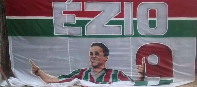 Ézio FLuminense bandeira (Foto: Reprodução/Twitter)