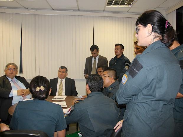 Grupo foi recebido por vereadores, entre eles o presidente da Câmera (Foto: Suelen Gonçalves/G1 AM)